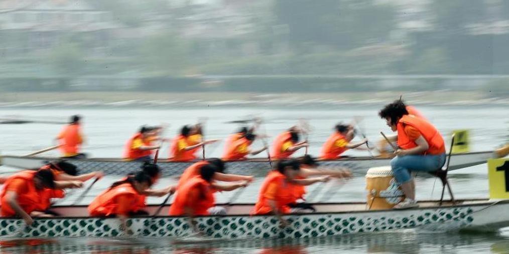 北京端午文化节启幕 披红点睛赛龙舟