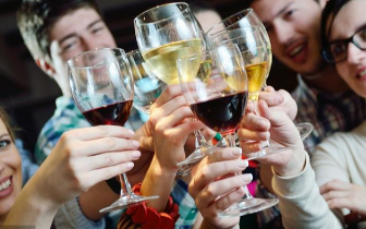 经常喝酒注意:服5种药后千万别碰酒 损伤你的心肝肾