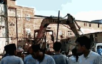 贵港一钩机疑似挖到炸弹引起爆炸?3人被炸伤!
