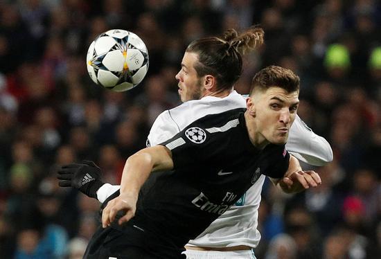 默尼耶在欧冠赛场对抗贝尔