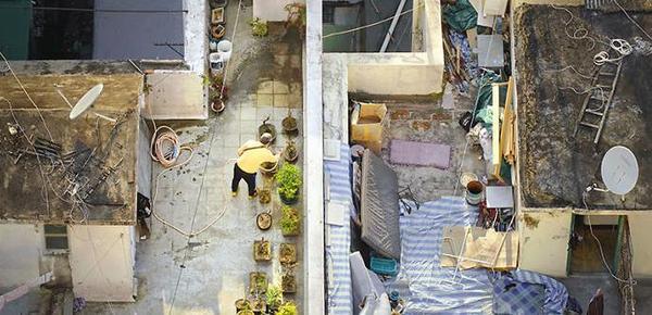 """一组图看懂香港繁华背后的""""蜗居生活"""""""