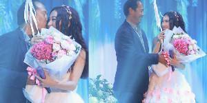 52岁温碧霞开唱获老公亲吻
