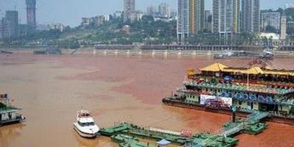 4 艘广东船只运载数千吨疑似有害工业垃圾进入广西