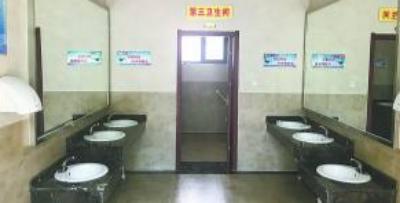 """竞秀区首座一级公厕""""落户""""人民广场"""