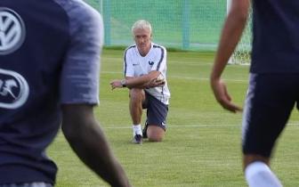 [法星社]法国球员训练欢乐多 场边惊现1神秘嘉宾
