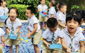 让孩子在户外快乐运动、健康成长——红黄蓝幼儿教师基