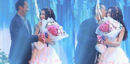 52岁温碧霞开唱 现场获老公亲吻