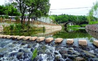 光泽县华桥乡:明代双拱石桥为游览者添新彩