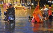 暴雨袭击福州路面积水严重