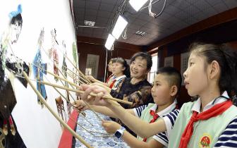 """乐亭""""非遗""""皮影进校园 展现传统文化的艺术魅力"""