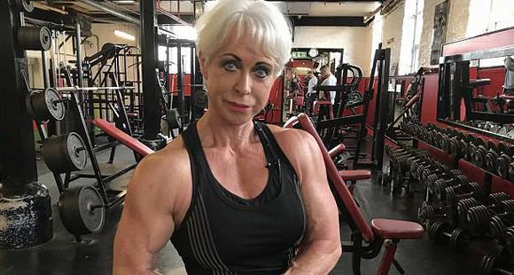 68岁奶奶变网红 立志生命不息健身不止