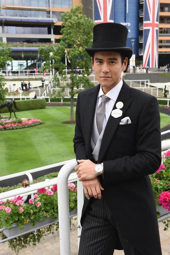 彭于晏燕尾服+异常礼帽:自己是百分百的英国绅士