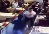 中科院学生招待老同学吃饭 刚坐下就被刺
