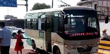西安一公交车上发生持刀捅人事件:10人受伤