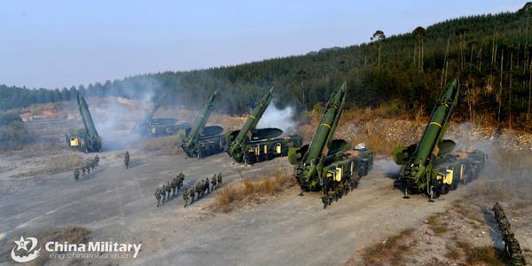 解放军东风16导弹满负荷发射演练