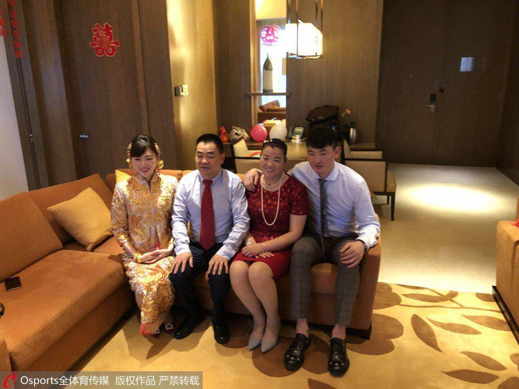 CBA又添一位人夫 深圳大狙顾全正式步入婚姻殿堂