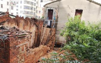 福清一老宅倒塌两名老人获救 连日大雨引发意外