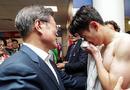 孙兴慜痛哭韩总统安慰