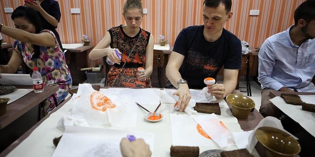 外国留学生马连道体验中国传统文化