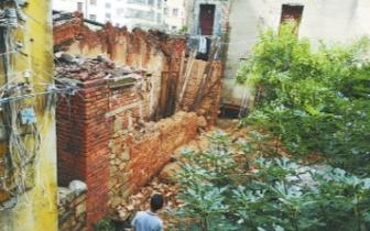 福清连日大雨引发意外 一老宅倒塌两名老人获救