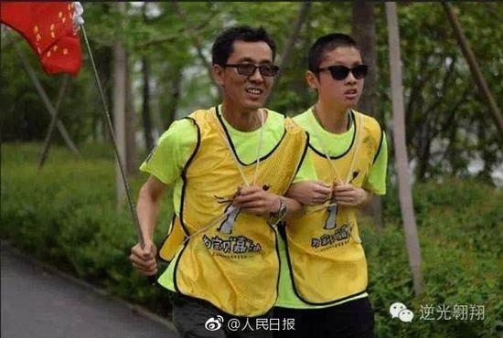 王蕴的爸爸陪他跑步。王蕴供图
