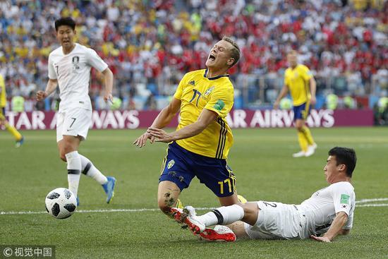 金敃友放铲送瑞典一个点球,这个点球也直接为失利做了铺垫。