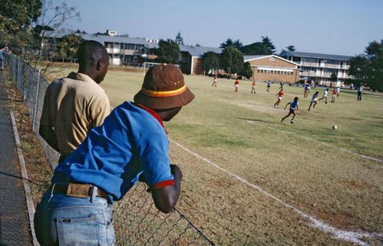 书摘|种族隔离时代的南非为何迎来经济腾飞?