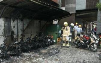 台湾一青少年纵火烧毁多辆摩托车 只因好奇好玩