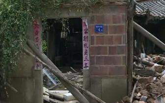 福建洛江万安:强降雨后土坯老房子突然倒塌