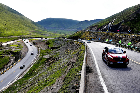 第五届环青海湖电动汽车挑战赛完成环湖评测赛