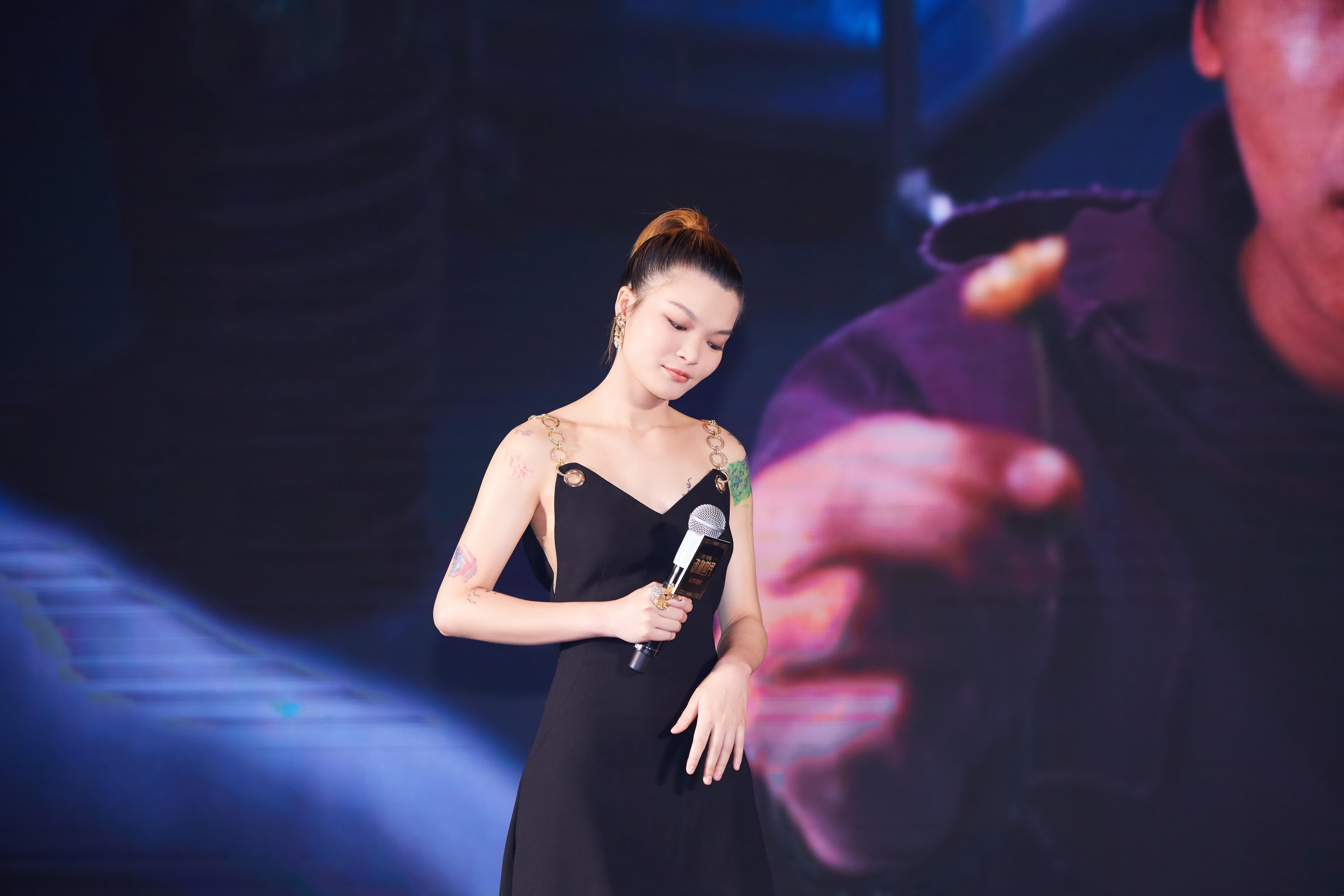 苏运莹献声电影《动物世界》首映 尽显优雅大方