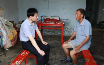 张志鹏到杨市办事处进行走访并慰问困难党员
