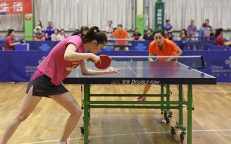 乒乒乓乓 小球碰撞 省运会乒乓球比赛活力上