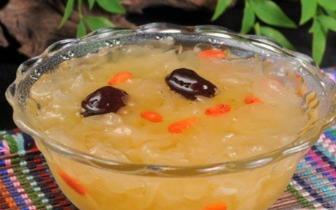 夏季如何熬制一款养生的银耳红枣枸杞汤
