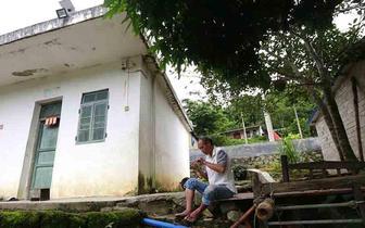 琼中方板村受地质灾害威胁 政府助搬迁