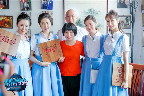 胡静《同学会》重返中戏 着唯美校服被赞:别人家的初恋
