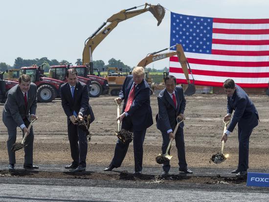 特朗普出席富士康新厂奠基 夸其是第八大奇迹