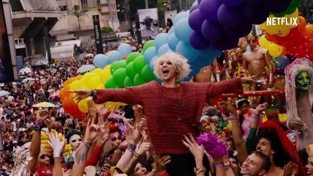 这部每集烧900万美元的美剧,讲的不只是LGBT