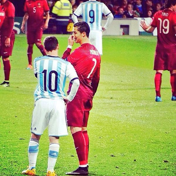 C罗梅西要走一起走!双双世界杯出局 相约机场见!