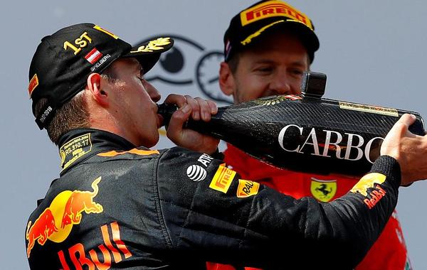 F1奥地利站维斯塔潘畅饮香槟