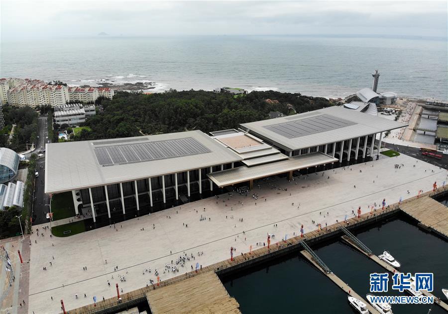 这是7月1日无人机拍摄的开放后的青岛奥帆中心内的峰会主会场——青岛国际会议中心。 新华社记者 李紫恒 摄