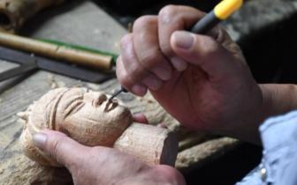 闽千年木偶头雕刻技艺 一刀雕出众生相