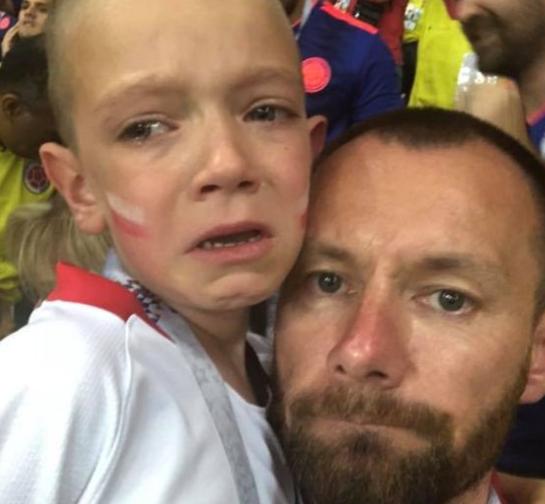 一哭爆红!混血萌娃获世界杯决赛门票 四年前惨被骗