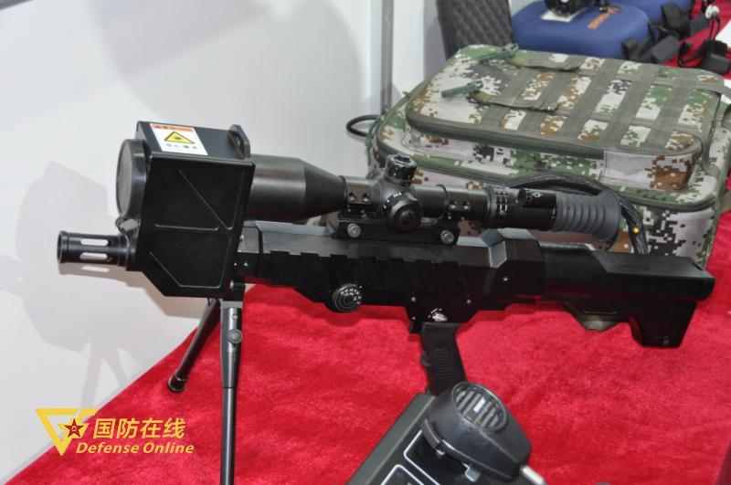 """中国推出""""捍卫者""""新型单兵便携式激光压制武器"""