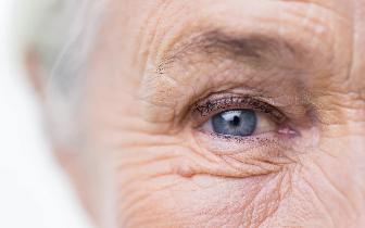 """长寿就像投硬币:人一活过105岁 能死能活全看""""天"""""""