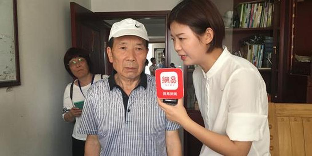 """""""老赖""""玩失踪 78岁申请人现身腾房现场"""