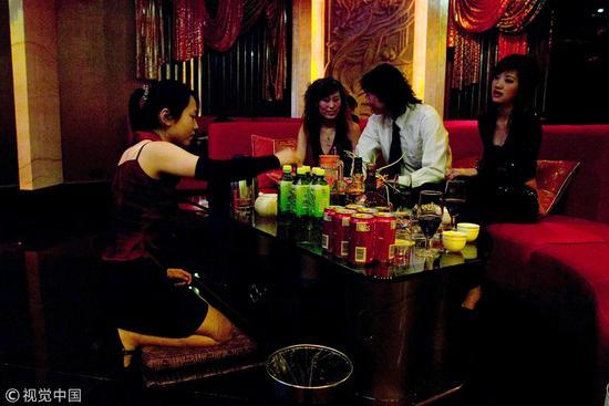 2006年6月,济南,卡拉OK练歌房/视觉中国