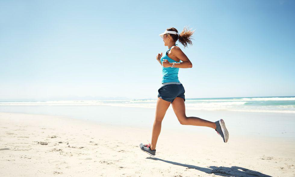 沙滩跑注意事项:热身要充分 跑速不宜快