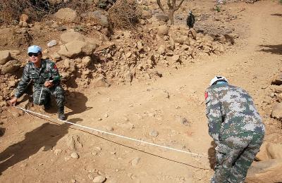 中国赴苏丹维和工兵分队勘察道路