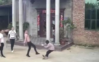 南安83岁阿婆被男子殴打 警方通报来了!